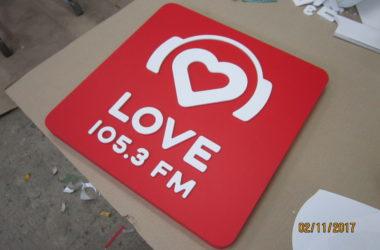 LOVE Radio tablichka obyomnaya s nakladnymi elementami
